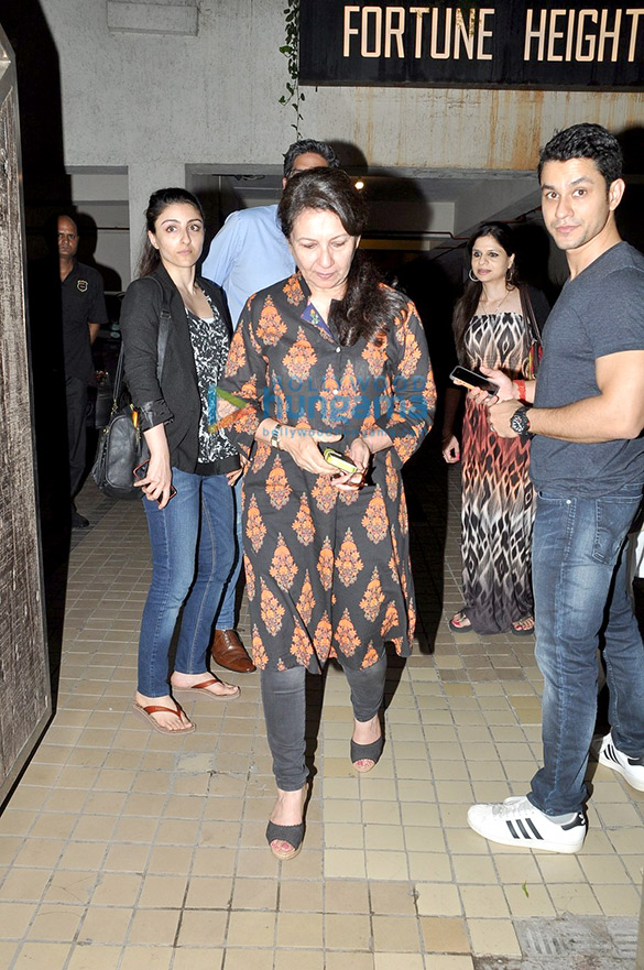 Soha Ali Khan, Kunal Khemu, Riteish Deshmukh & Genelia Dsouza at Saif Ali Khan & Kareena Kapoor Khan's bash