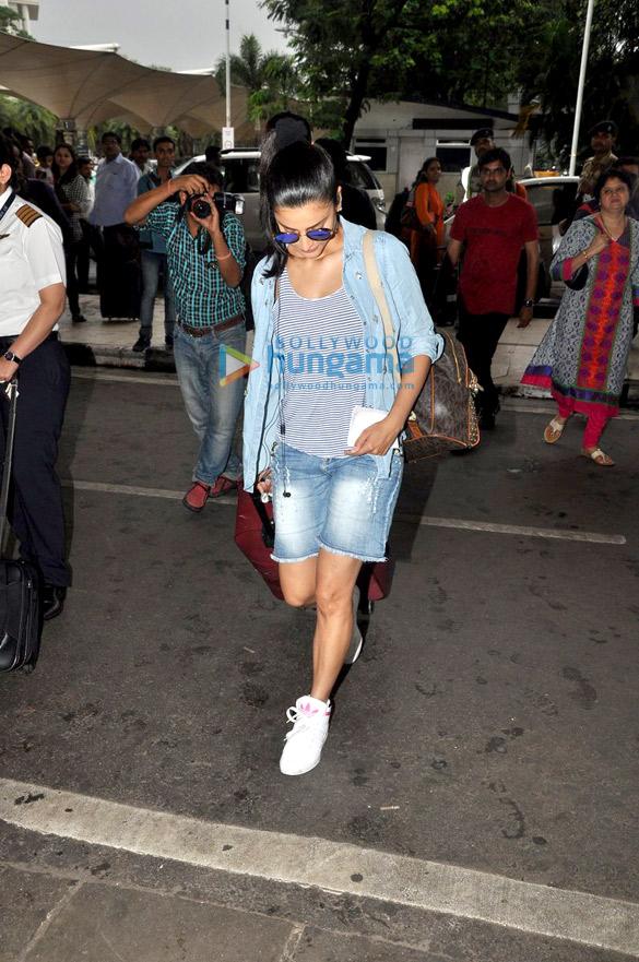 Shruti Haasan snapped at the domestic airport