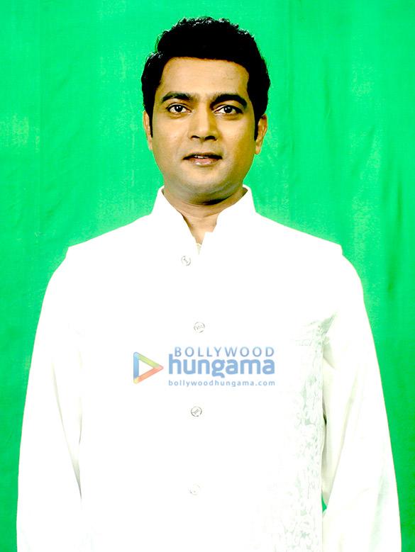 Navin Prabhakar shoots National Anthem with 48 comedians