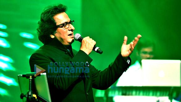 Celebs grace Talat Aziz's show 'Yeh Shaam Mastani'