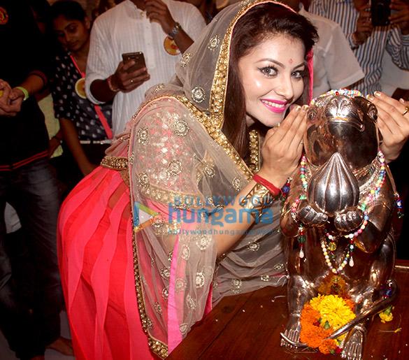 Urvashi Rautela visited Andheri Cha Raja