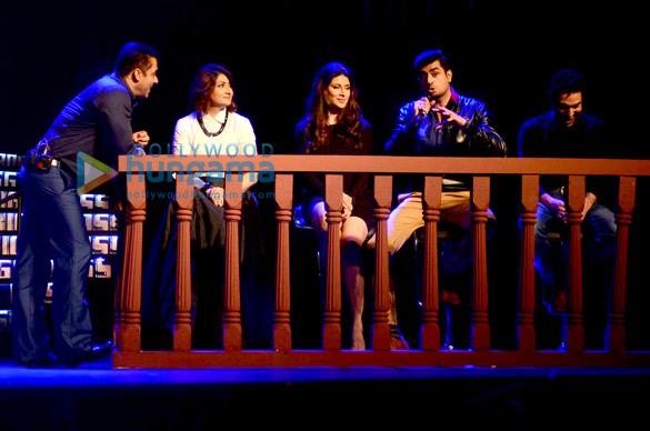 Salman Khan, Urvashi Dholakia, Karishma Kotak, Pritam Singh, Praneet Bhat