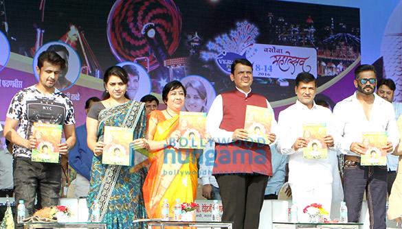 Sonu Nigam, Shaina NC, Dr Bharati Lavekar, Devendra Fadanavis, Vinayakrao Mete, Suneil Shetty