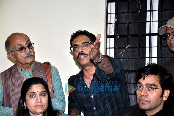 Deepak Qazir, Renuka Shahane, Vrajesh Hirjee, Ashutosh Rana