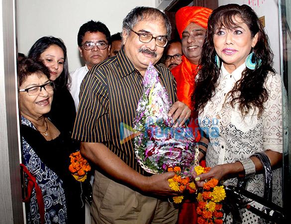 Saroj Khan, Afreen Khopekar, Ashfaque Khopekar, Chandrashekhar Pusalkar, Baba Ji, Tina Ghai