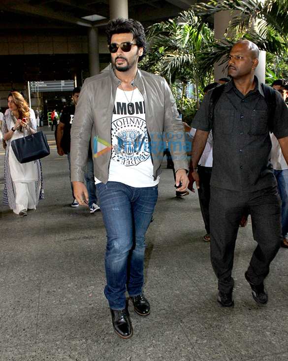 Kareena Kapoor Khan, Arjun Kapoor & others snapped at the domestic airport