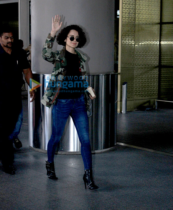 Kareena Kapoor Khan, Arjun Kapoor & others snapped at the domestic airport