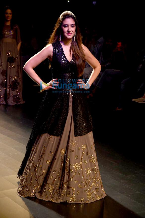 Neeta Lulla's fashion show at the LFW 2016