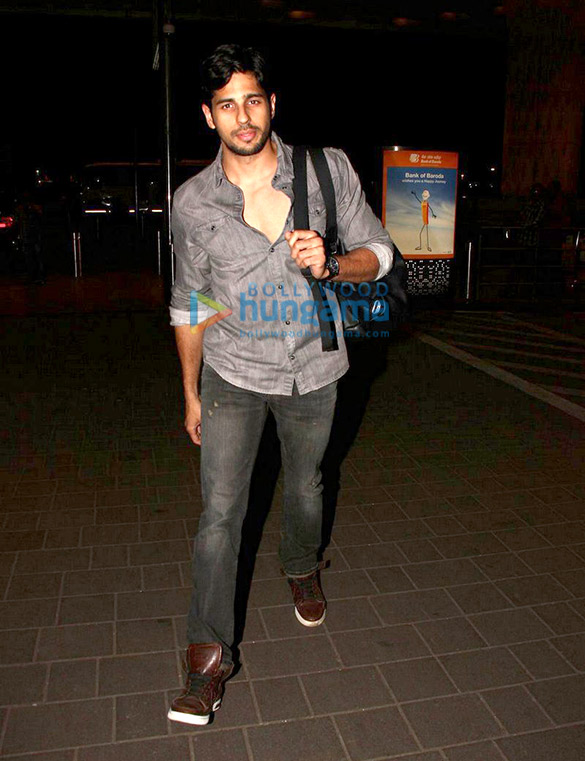 Sidharth Malhotra leaves to shoot for an advert in Bangkok