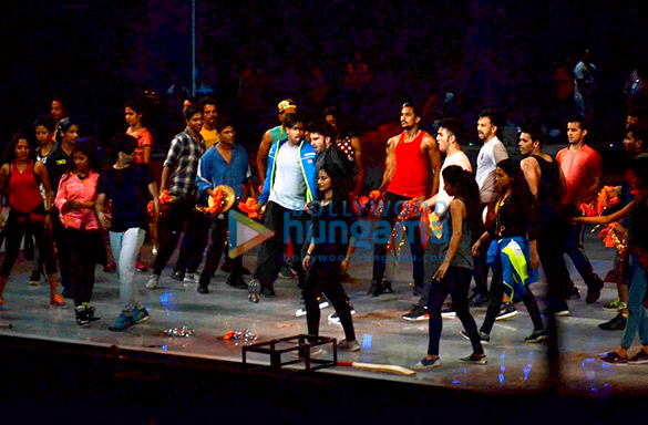 Ranveer Singh snapped rehearsing for IPL launch tomorrow