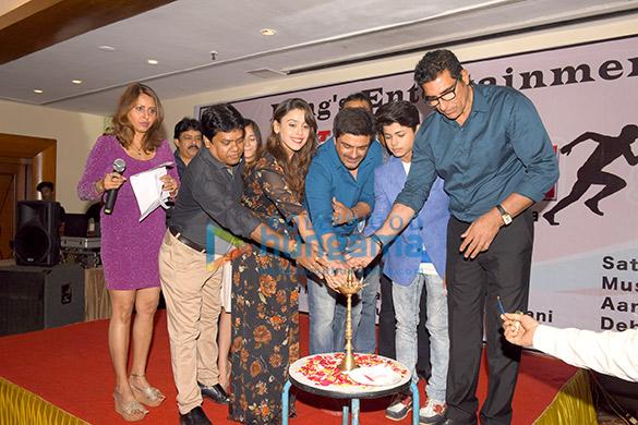 Shomu Mitra, Kaushik Goon, Hrishita Bhatt, Sameer Soni, Siddharth Nigam, Mukesh Rishi