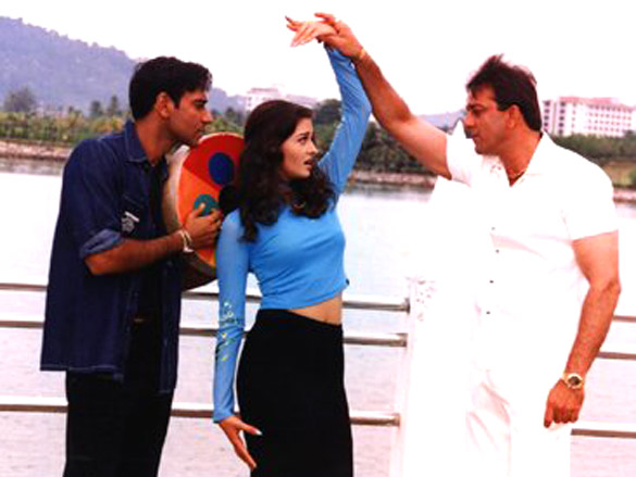 Movie Still From The Film Hum Kisi Se Kum Nahin,Aishwarya Rai,Ajay Devgn,Sanjay Dutt