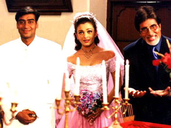 Movie Still From The Film Hum Kisi Se Kum Nahin,Amitabh Bachchan,Aishwarya Rai,Ajay Devgn