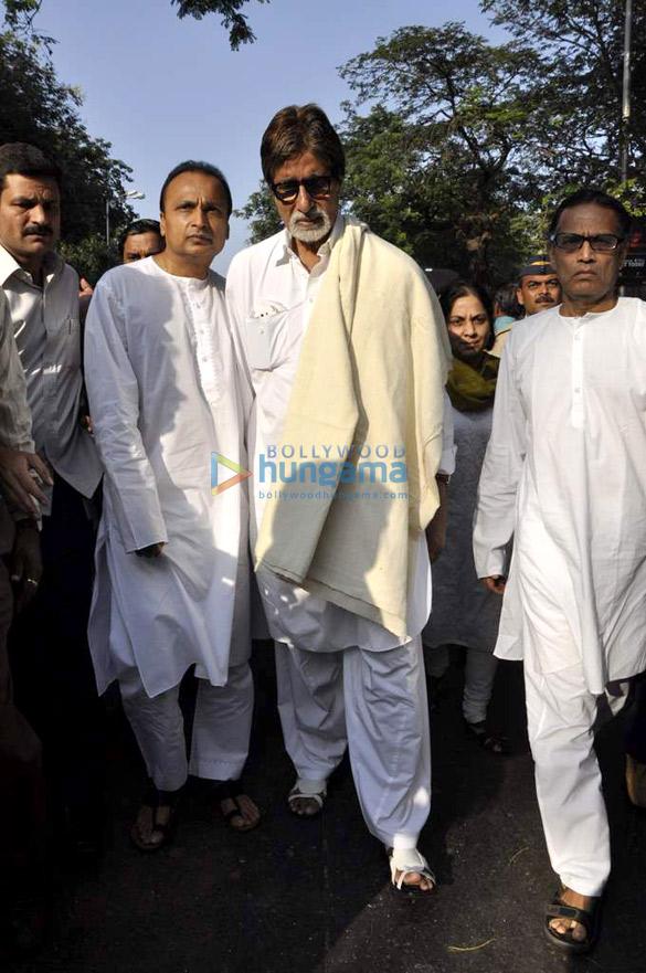 Celebs grace Balasaheb Thackeray's funeral