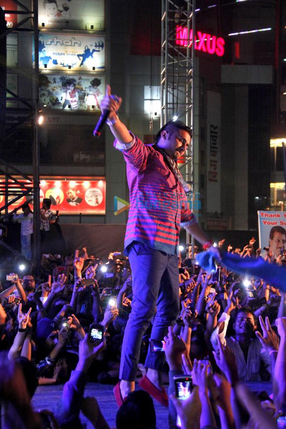 Yo Yo Honey Singh & Ramji Gulati's Mashup performance