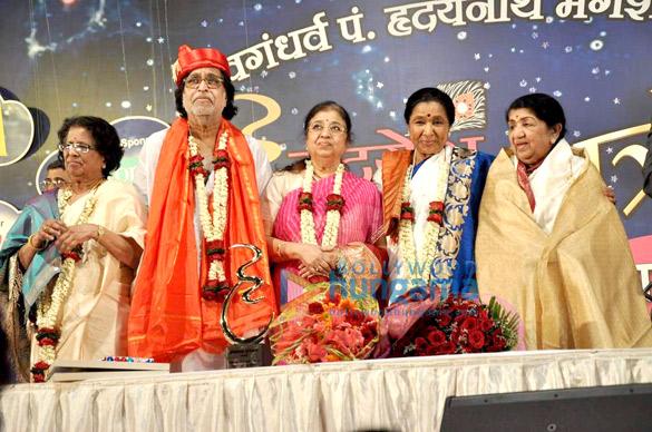 Lata & Asha at Dinanath Mangeshkar Award