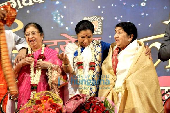 Usha Mangeshkar, Asha Bhosle, Lata Mangeshkar