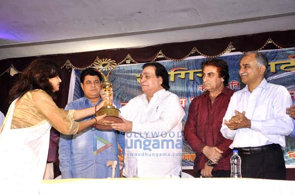 Kader Khan awarded the 'Sahitya Shiromani Award'
