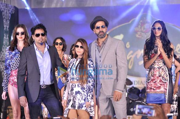 Falguni, Shane Peacock, Akshay Kumar
