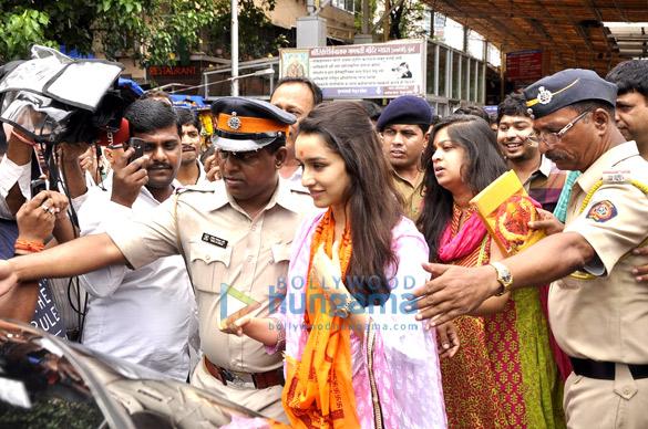 Shraddha Kapoor visits Siddhivinayak