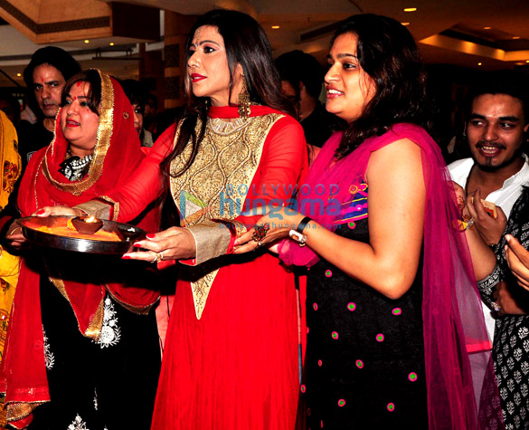 Stars visit eco friendly Big Green Ganesha at Inorbit Mall