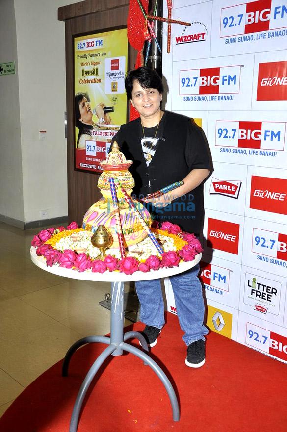Falguni Pathak & Amy Billimoria at 92.7 Big FM to talk about the Dandiya season
