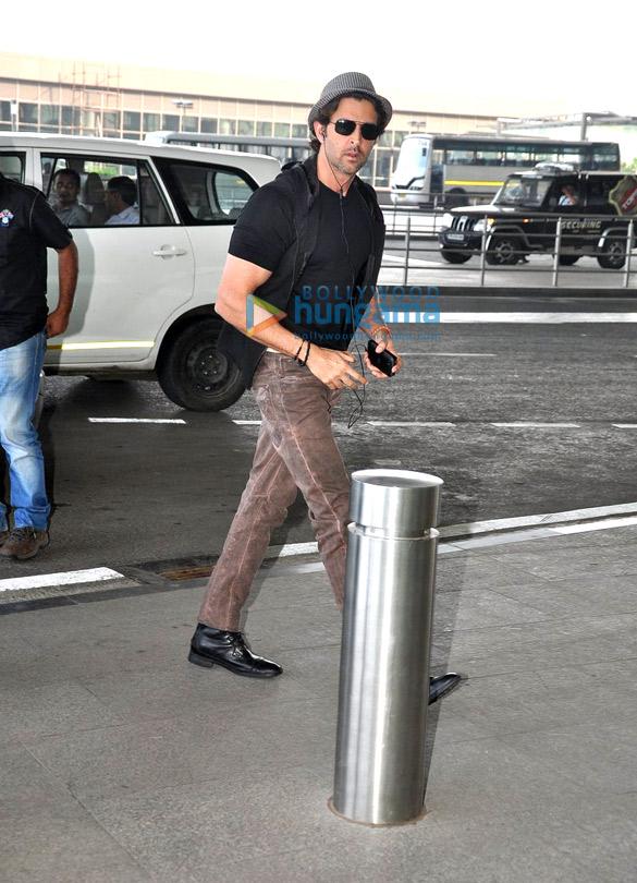 Hrithik Roshan and Esha Gupta snapped at international airport