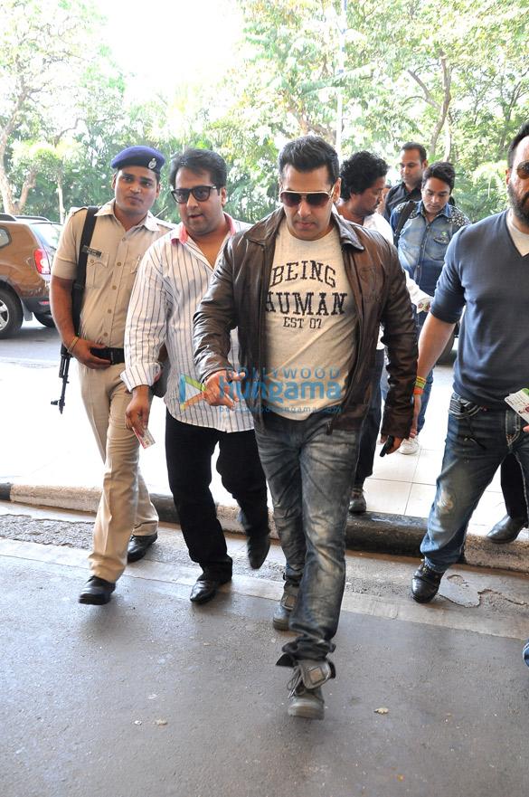 Salman Khan snapped enroute to Delhi