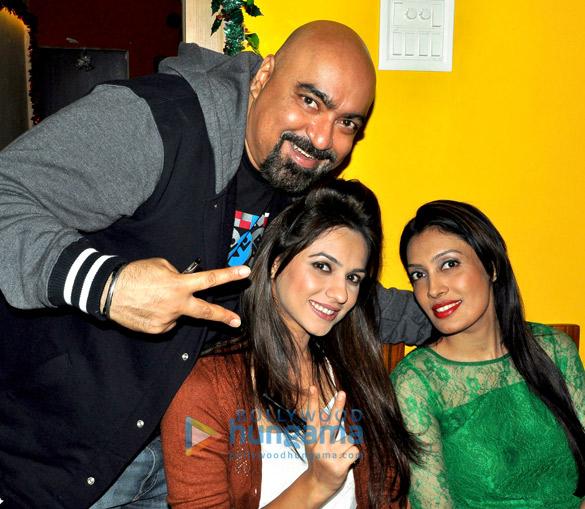 Vicky Tejwani, Priya Bathija, Surabhi Prabhu