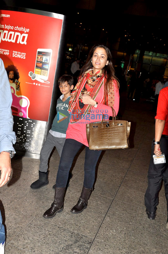 Kangna Ranaut, Arpita Khan & Simone Singh snapped at the airport