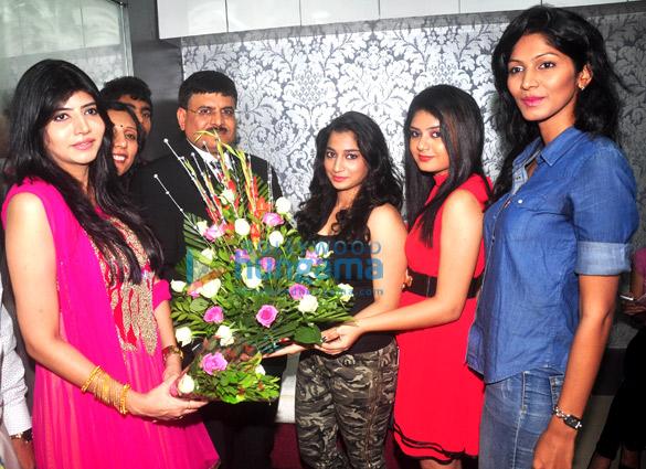 Dr. Sharmila Nayak, Dr. Jagdish Sakhiya, Devyanshi Soni, Sneha Kudvalkar, Neelam
