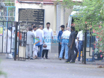 Arjun Kapoor's grand mother's last rites held in Juhu