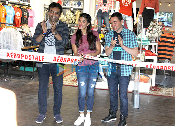 Jacqueline Fernandez launches Aeropostale store in Mumbai