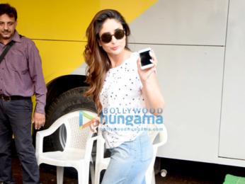 Kareena Kapoor Khan & Alia Bhatt snapped at a studio in Bandra