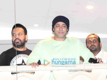 Salman Khan waves and greets his admirers on Eid in Mumbai