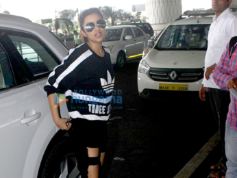 Varun Dhawan & Parineeti Chopra snapped at the airport