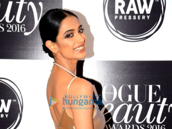 Ranbir Kapoor, Katrina Kaif & others grace 'Vogue Beauty Awards 2016'
