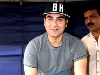 Arbaaz Khan celebrates his birthday with the team of 'Yea Toh Two Much Ho Gayaa' at Mehboob Studio
