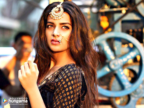 Celeb Wallpapers Of Nidhhi Agerwal