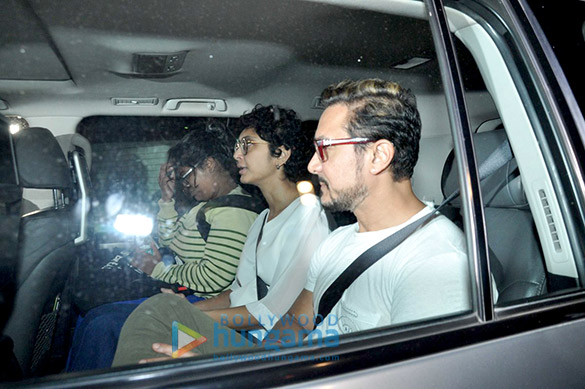 Aamir Khan watches the rushes of 'Dangal' with the cast