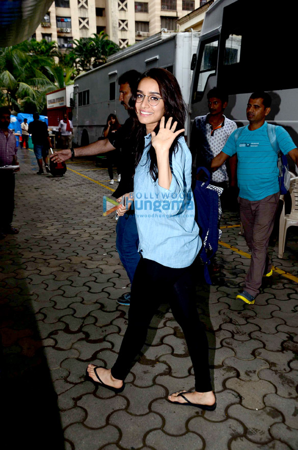 Arjun Kapoor, Shraddha Kapoor, Chetan Bhagat snapped on the sets of 'Half Girlfriend'
