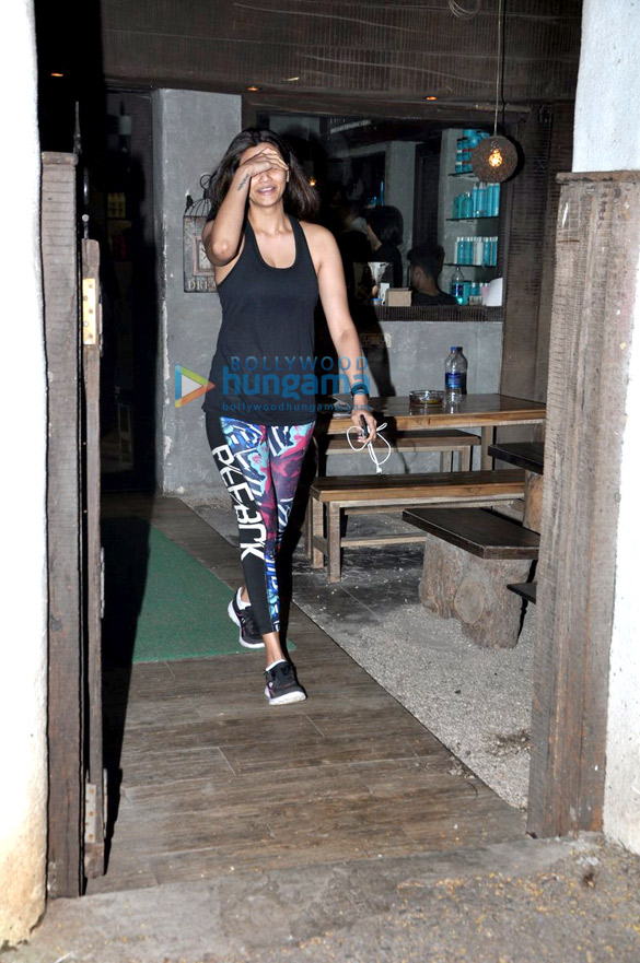 Daisy Shah snapped post salon visit in Bandra