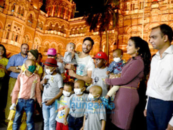 Varun Dhawan and Amruta Fadnavis spread awareness about cancer