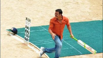 Check out: Akshay Kumar plays cricket on the sets of Jolly LLB 2