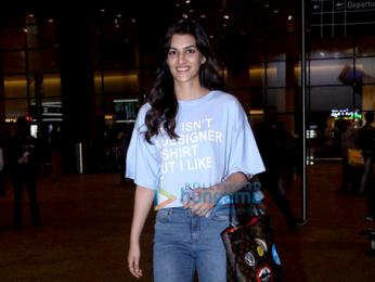 Akshay Kumar, Kriti Sanon, Yami Gautam & Elli Avram snapped at the airport