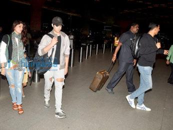 Akshay Kumar and family depart for holidays in Dubai