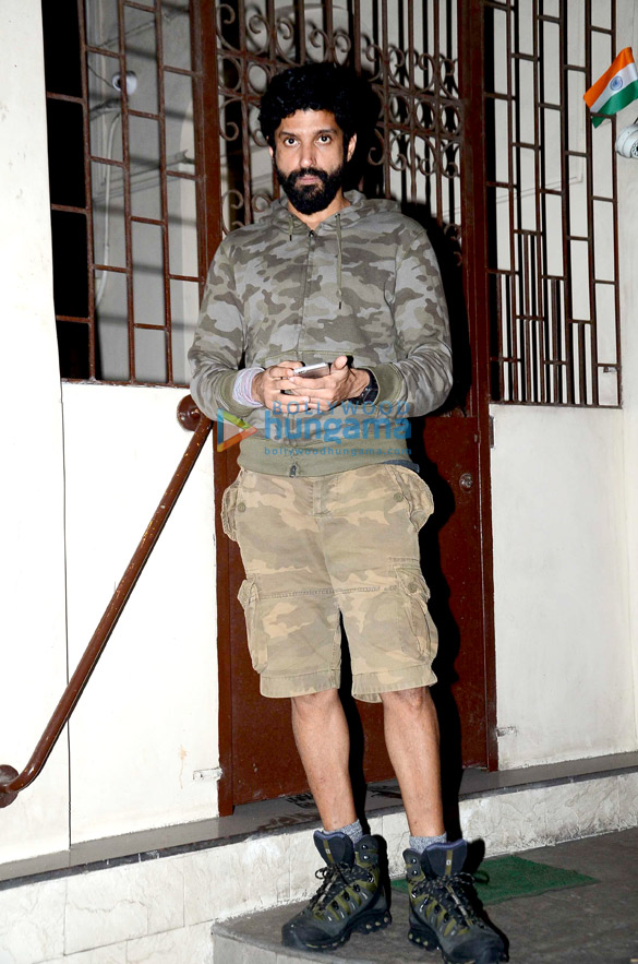 Farhan Akhtar snapped in Bandra after dubbing for Rock On!! 2