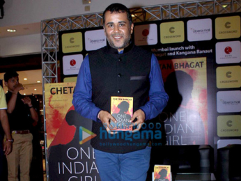 Kangna Ranaut unveils Chetan Bhagat's book 'One Indian Girl'