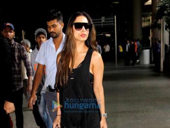 Malaika Arora Khan, Anil Kapoor & Juhi Chawla snapped at the Mumbai airport