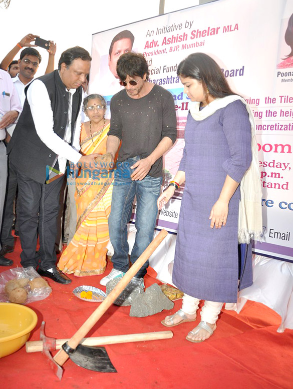 Shah Rukh Khan graces Band Stand Beautification initiative